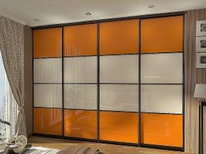 шкафы-купе с цветными стеклами