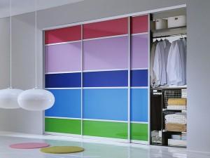 шкаф-купе с цветными вставками